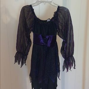 girls spooky witch costume!!🕸🕸